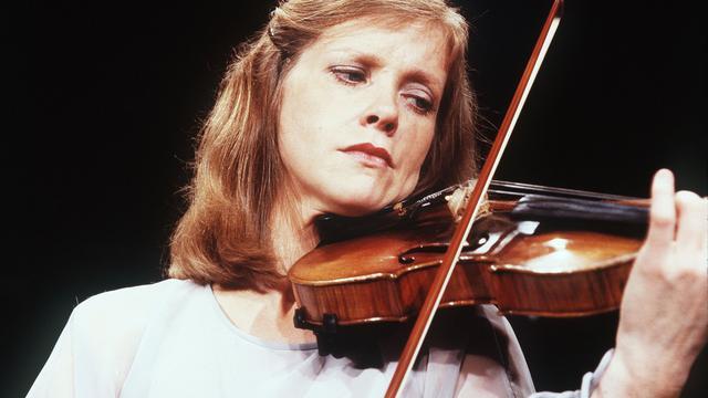 Emmy Verhey wil na 52 jaar wel eens zonder viool op pad
