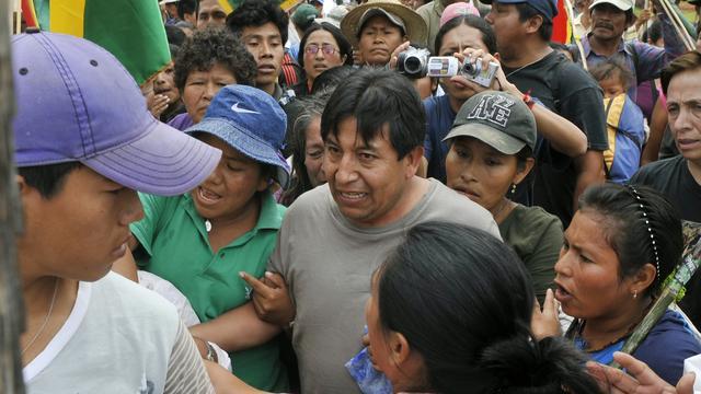 Indianen gijzelen minister Bolivia