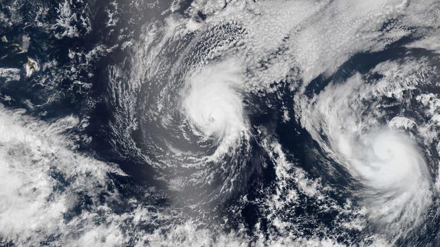Tropische storm legt openbaar leven Hawaï plat
