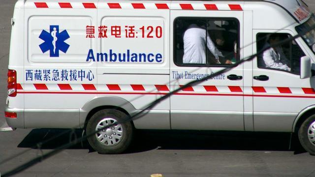 Bus rijdt van klif in Tibet