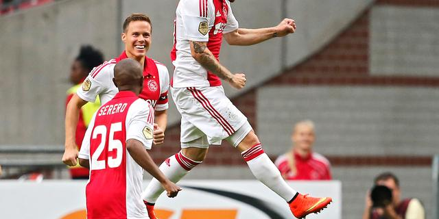 Ajax opent competitie met ruime zege op Vitesse