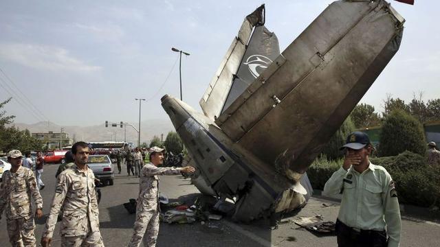Tientallen doden door vliegtuigcrash Teheran