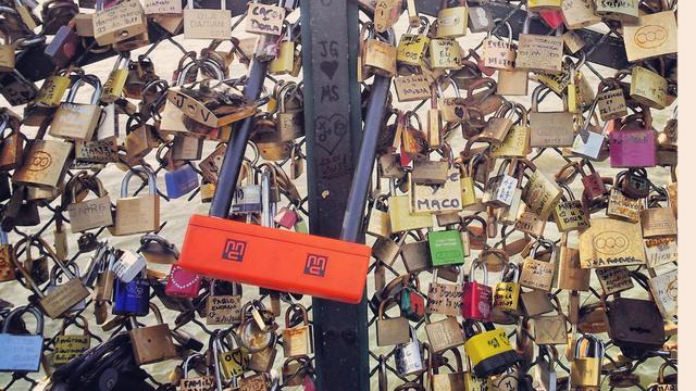 VVAB wil speciale slotjespalen voor verliefde toeristen