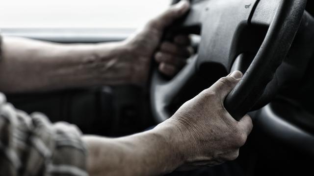 35-jarige Alphenaar rijdt in veel te zware vrachtwagen