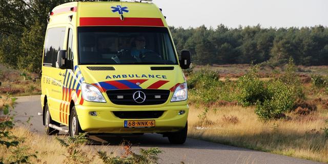 Fietser ernstig gewond na botsing met auto