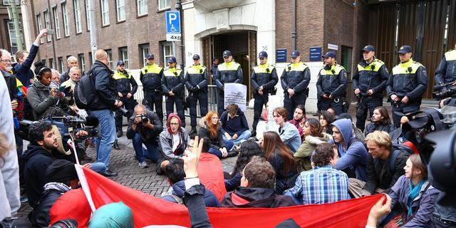Betogers opgepakt bij ministerie Defensie Den Haag