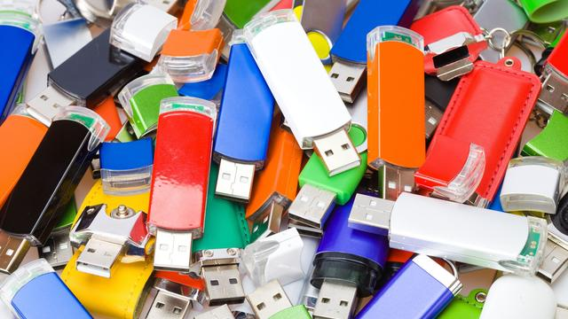 Usb-sticks met malware door brievenbussen gegooid in Australië