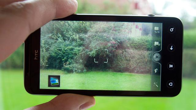 Review: HTC Evo 3D belandt tussen wal en schip