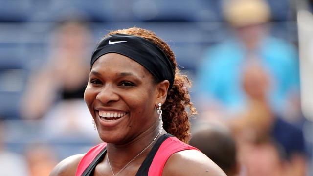Serena Williams en Wozniacki naar laatste zestien