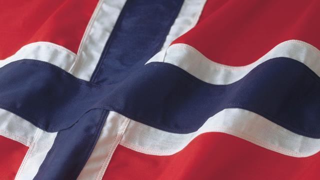 Noorse burgemeester opent pakketje na 100 jaar