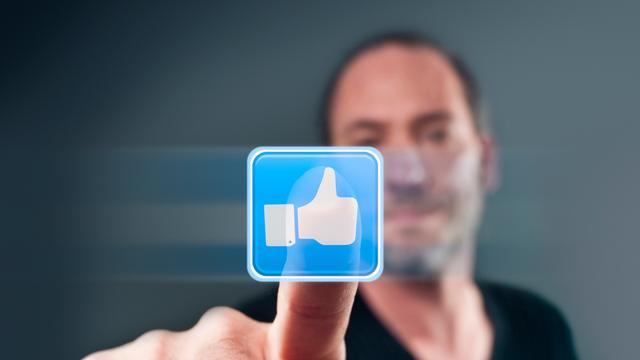 Mede-oprichter Facebook verkoopt aandelen