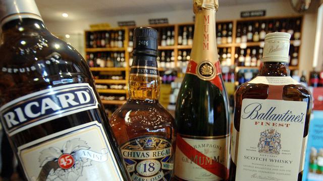 Pernod Ricard ziet winst dalen