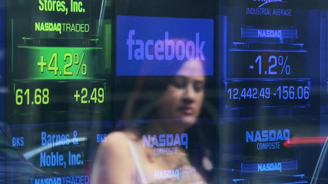 Koers Facebook zakt naar nieuw dieptepunt
