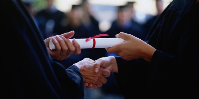 'Jongeren pas van school met diploma'