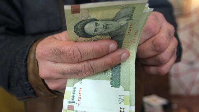 Iraanse handelaren weigeren lage dollarkoers