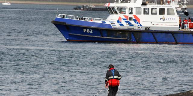 Vier vermisten na omslaan boot Friesland