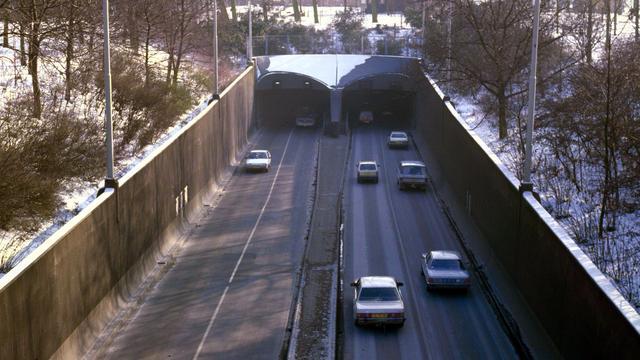 Maastunnel dicht om schietpartij