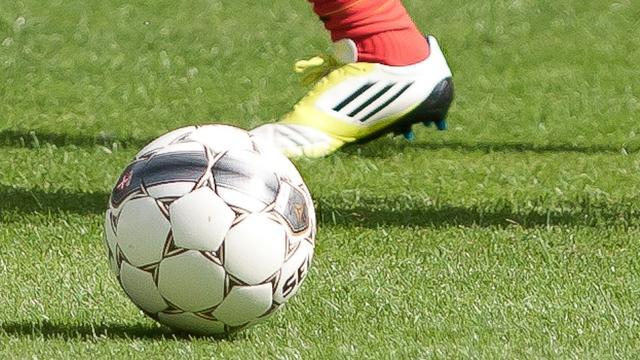 'KNVB verlaagt straffen wangedrag amateurvoetbal'