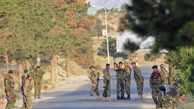 Afghanen overleggen met Talibanleider in cel
