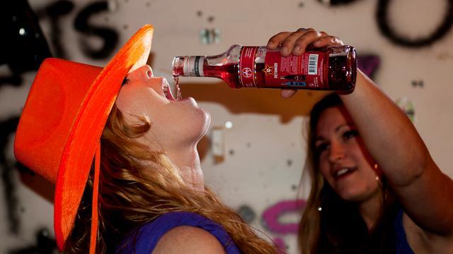 Amsterdamse scholieren blowen en drinken minder