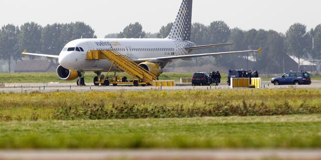 F16's begeleiden Spaans vliegtuig naar Schiphol