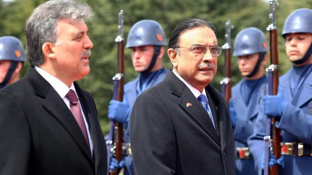 Pakistan blijft weigeren Zardari aan te pakken