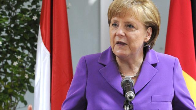 Merkel belt ook met Monti voor steun euro