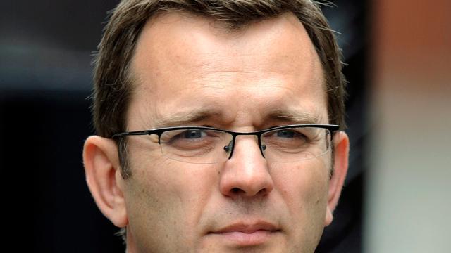 Ex-woordvoerder Cameron aangeklaagd in afluisterschandaal