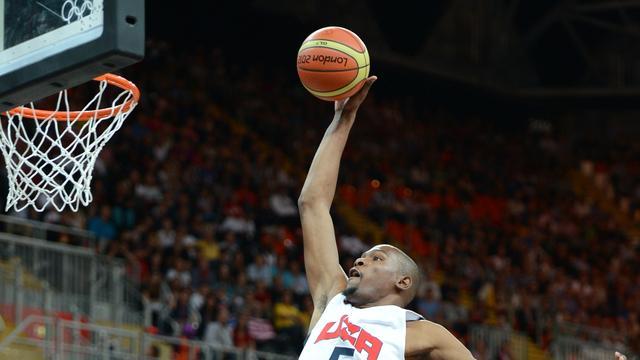 Amerikaanse basketballers winnen, Spaanse voetballers naar huis