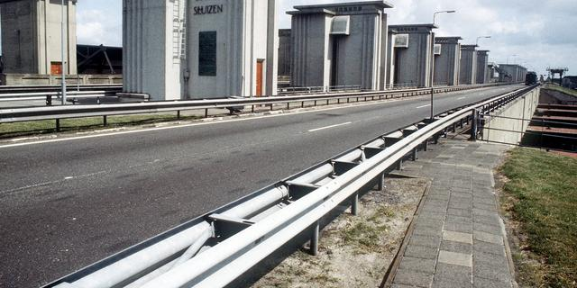 Hoogbejaarde Groninger in 25-kilometerauto op Afsluitdijk