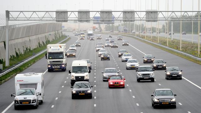 A2 richting Amsterdam dicht na ongeval