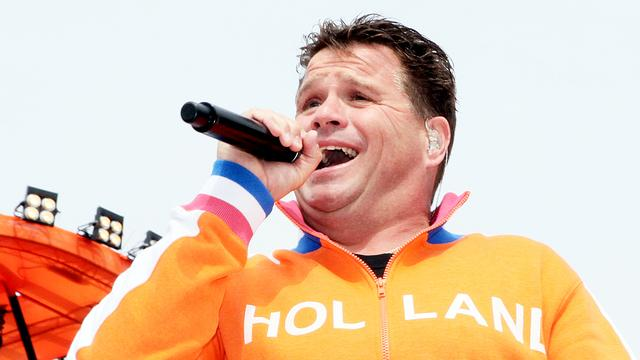 Dochter Wolter Kroes op podium The Voice Kids