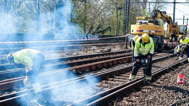 Spoorwerkers plannen meer acties tegen Prorail