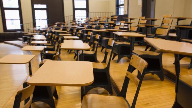 School bant hackende leerlingen uit lessen