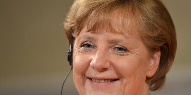 Merkel steunt onderwijsminister