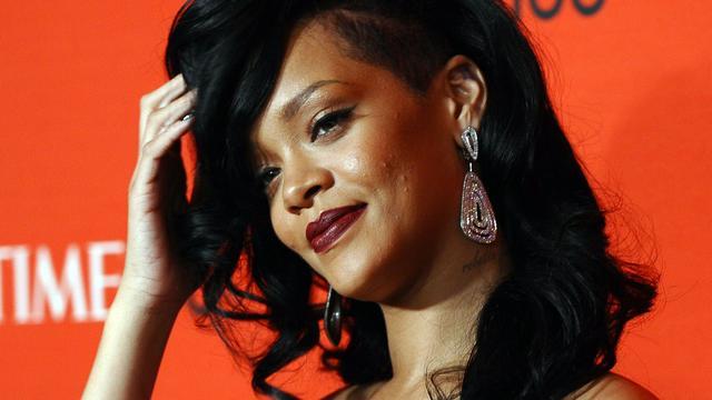 Rihanna opgewacht door hysterische menigte in Parijs