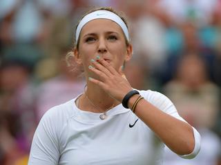 De Amerikaanse heeft haar handen vol aan Sjvedova, maar wint in drie sets en treft nu titelverdedigster Kvitova.