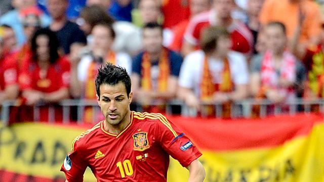 Spanje begint aan EK-finale met Fabregas als 'spits'