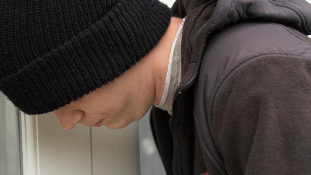 Naakte inbreker vermaakt zich in vreemde huizen in VS