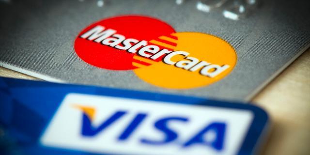 Extra kosten creditcards binnenkort aan banden gelegd