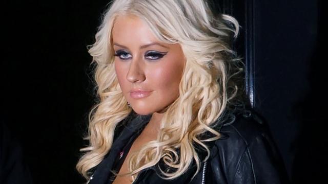 Christina Aguilera veegt vloer aan met Simon Cowell