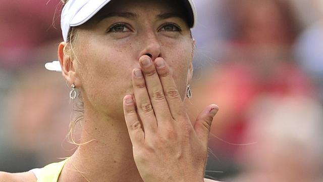 Sjarapova, Clijsters en Radwanska door op Wimbledon