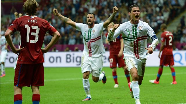 Ronaldo kopt Portugal naar halve finale EK