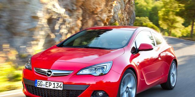 Opel facelift Astra en introduceert superdiesel