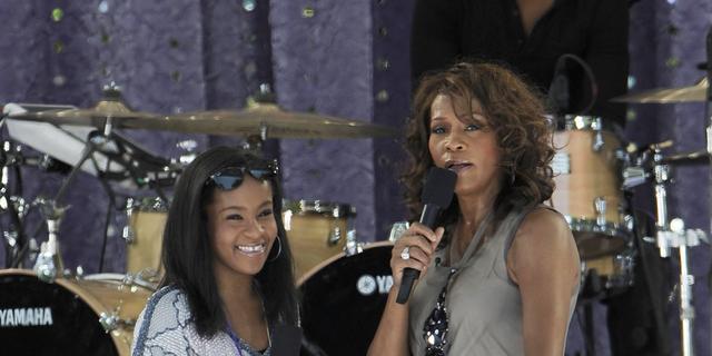 'Dochter Whitney Houston stiekem verloofd'