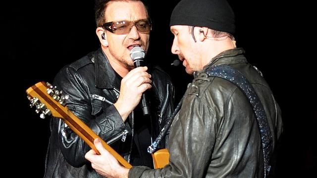 Bandleden steunen U2-gitarist bij begrafenis