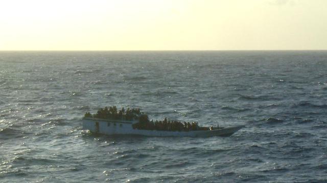 Boot met ruim 100 asielzoekers omgeslagen bij Australië