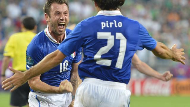 Italië na zege op Ierland naar kwartfinales