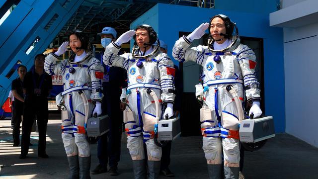 Chinese astronauten slagen in ruimtekoppeling