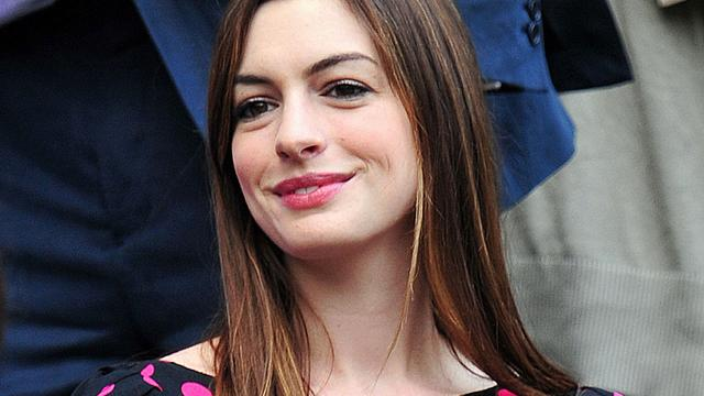 Actrice Anne Hathaway verloofd